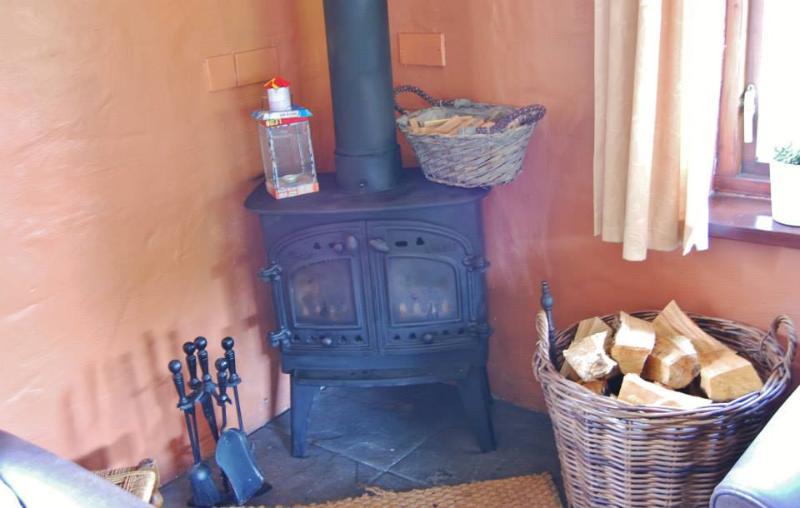 Ysgubor fireplace.