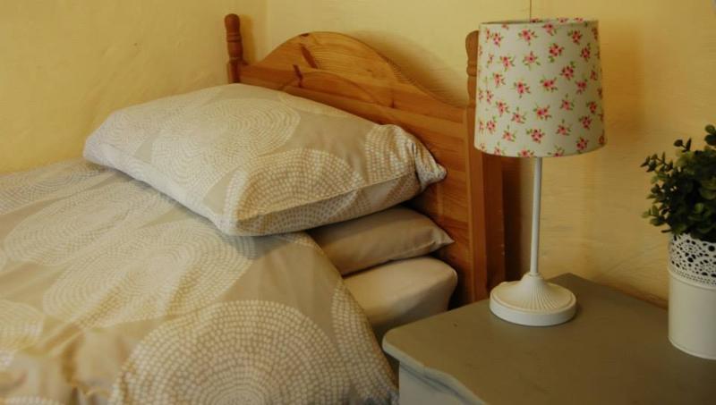 Ysgubor twin bedroom.