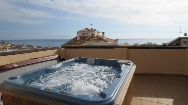 Penthouse Cervantes, penthouse within walking distance of the beach with Jacuzzi – semesterbostad i Villajoyosa