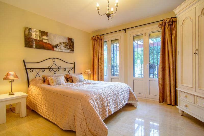 Guest bedroom with double bed (2mx150cm)