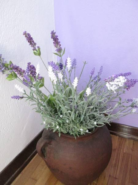 *Lavander Bedroom*- a brand new room-overlooking the garden and grill-house.