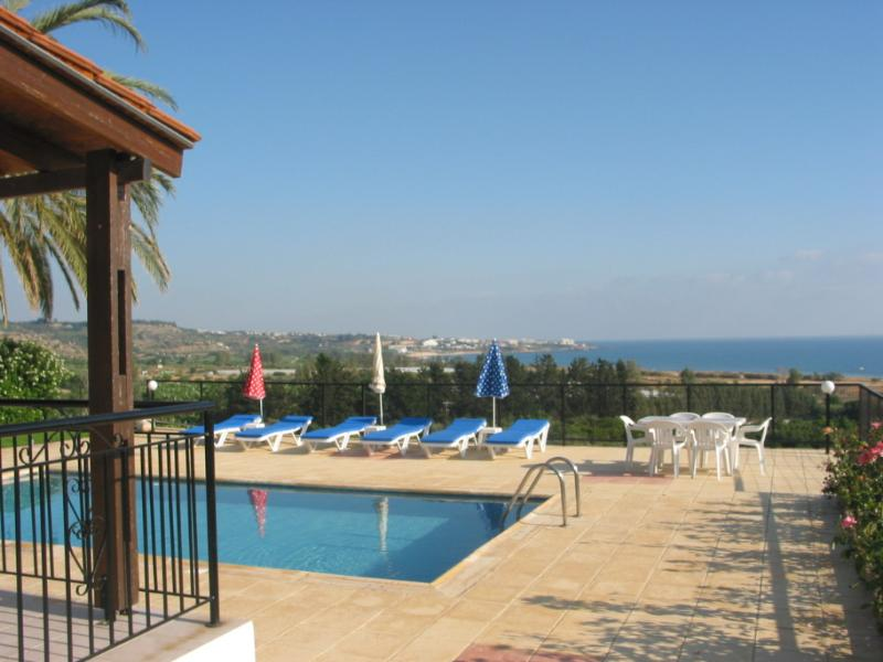 Coral Bay, 3 bedroom en-suite, bungalow, amazing sea view,, vacation rental in Peyia