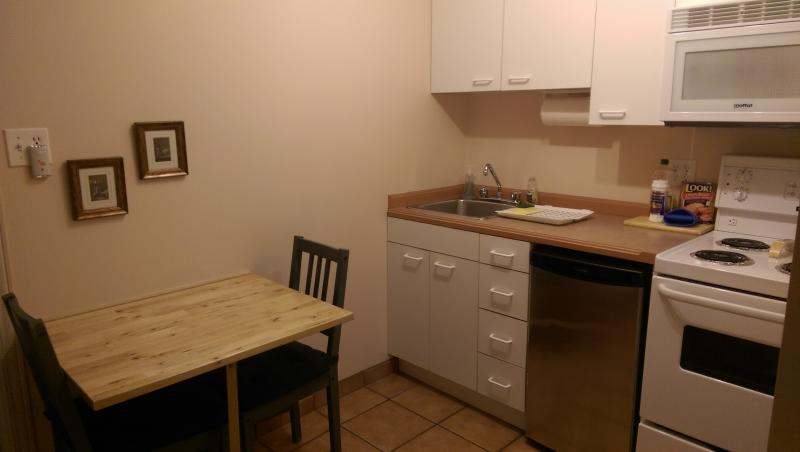 Studio's kitchen fully equipped comes with group of 5 or 6 persons.