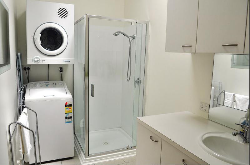 The View-Bathroom/Laundry