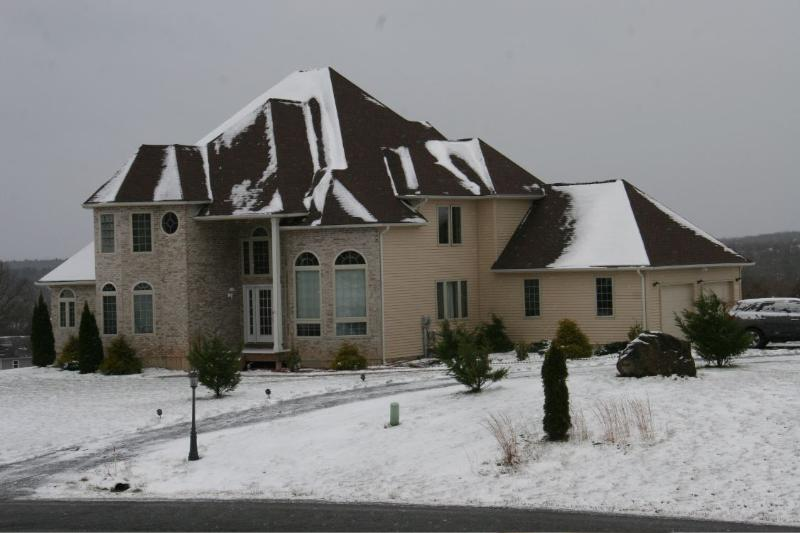 Luxury Château Style Home, holiday rental in Saylorsburg