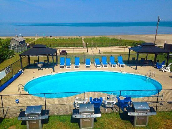 Heated Private Pool overlooking Georgian Bay - You can't ask for more!