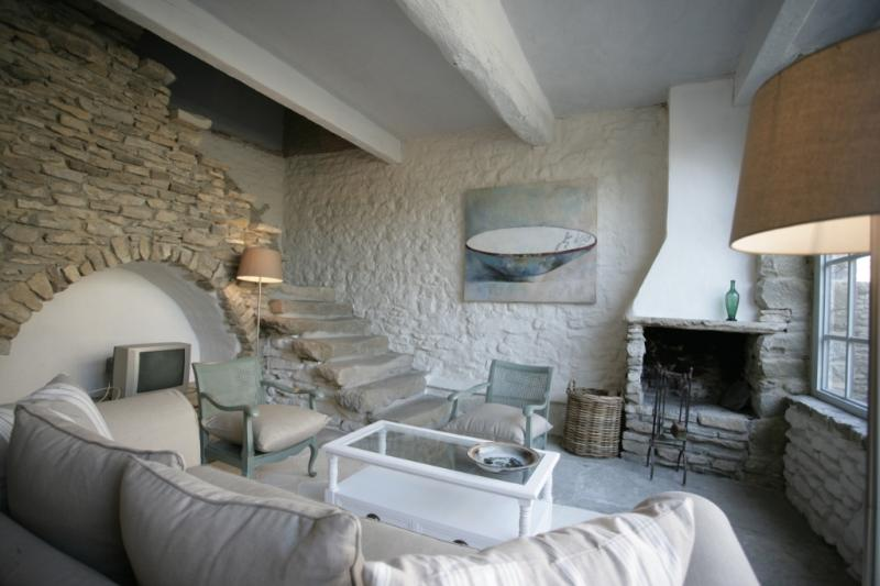 Lastours and its cosy living and large bay window to chateau fontain