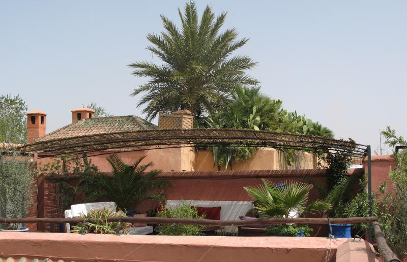 La terrasse du Riad Sekkat avec son espace repos