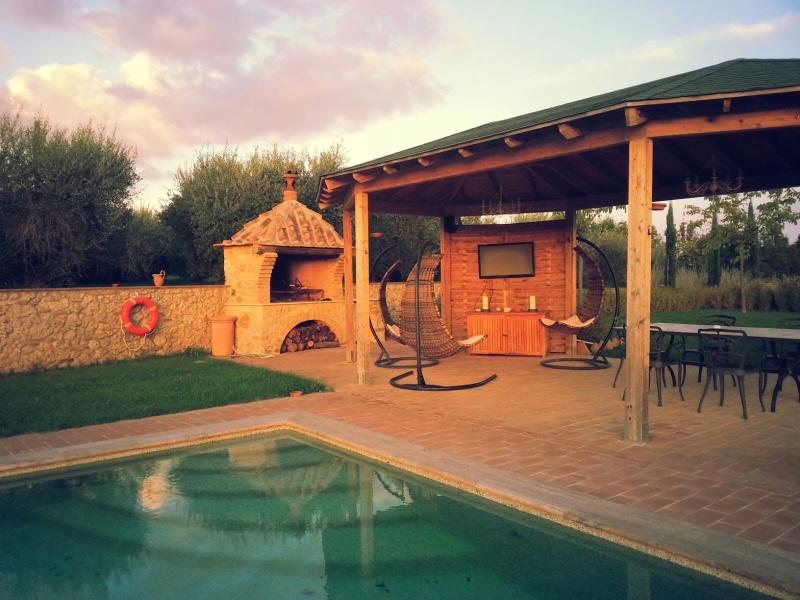 Ground floor apartment for 2 in Tuscan countryside, Ferienwohnung in Sovicille