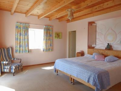 Spacious master bedroom with en-suite bathroom + dressing room.