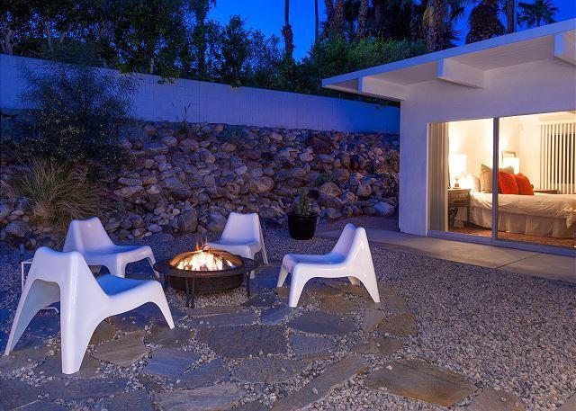 Desert Evenngs under the starry skies / Palm Springs