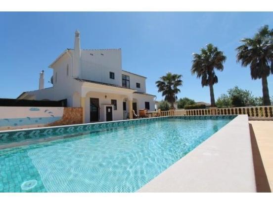 Casa Jean - Algarve back view beautiful private pool area
