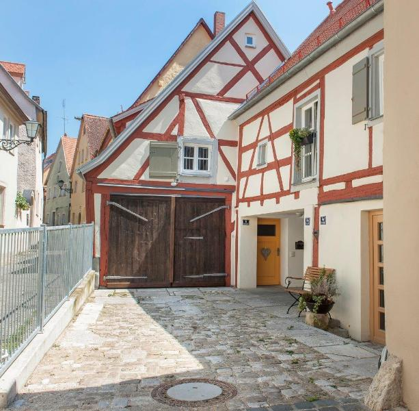 Stilvolles Wohnen in der Altstadtscheune RefuKium, holiday rental in Treuchtlingen