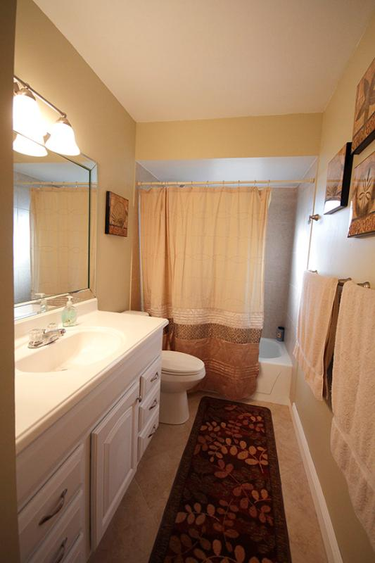 Nuttinglikit Grove Private Three Bedroom Home Has Parking