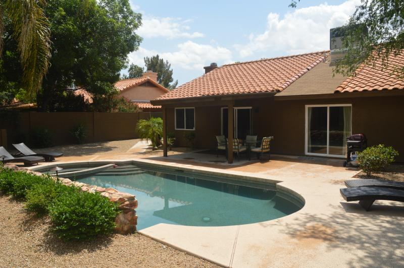 Beautiful, updated, open home in Scottsdale near shopping and restaurants!