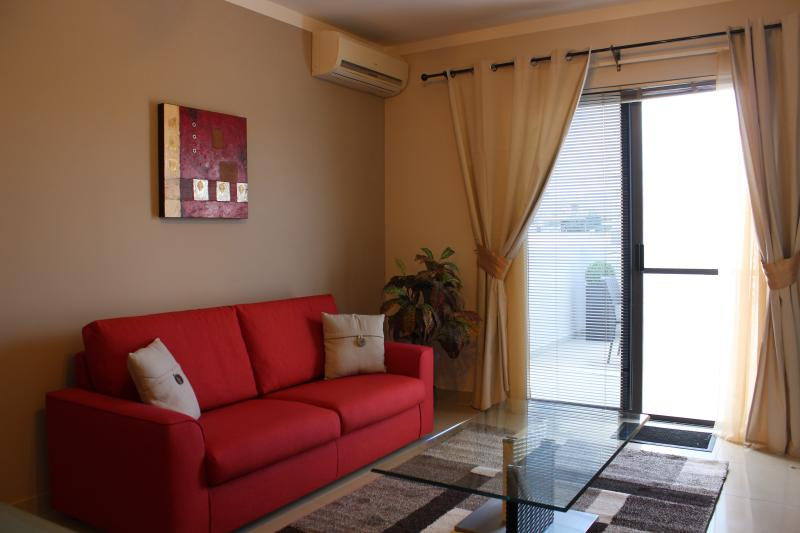 Modern Penthouse with a Sunny Terrace, vacation rental in San Gwann