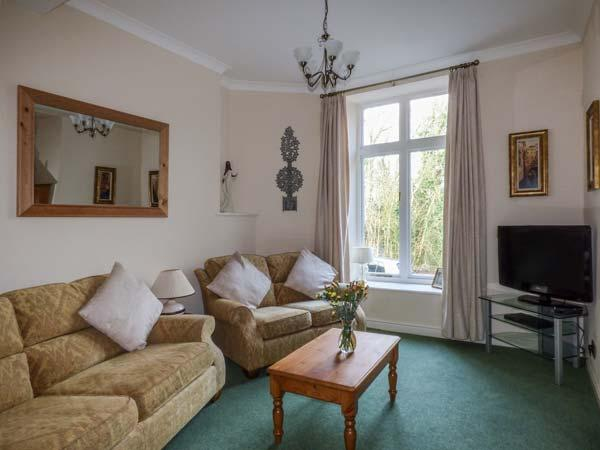 HOLLY DAZE, two-storey apartment, dog-friendly, close to pub, great access to, vacation rental in Arnside