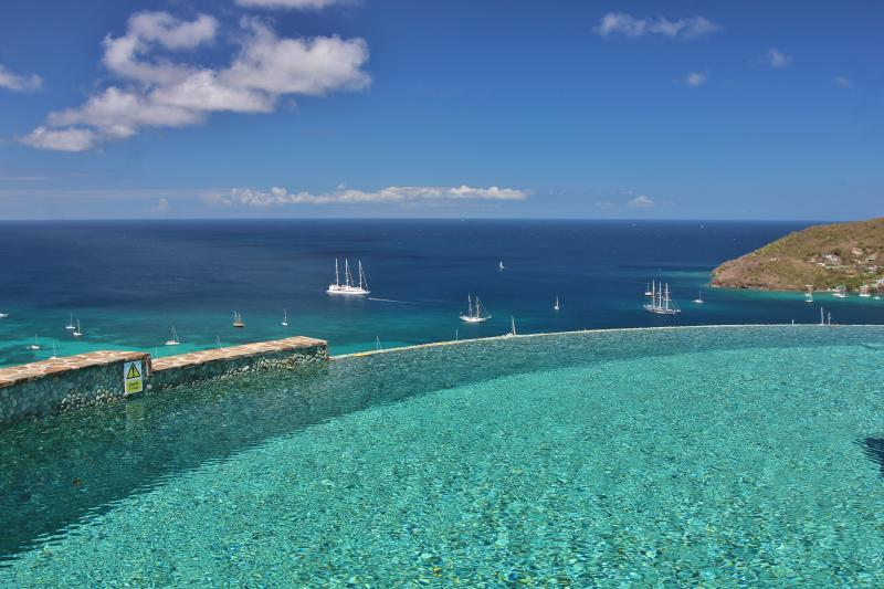 The stunning Infinity Pool overlooking the Caribbean Sea with Hamilton Fort on the right