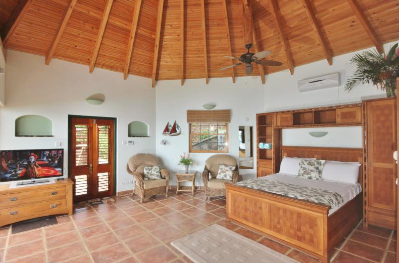 Hibiscus cottage has beautiful furniture and plenty of space to relax and wind down