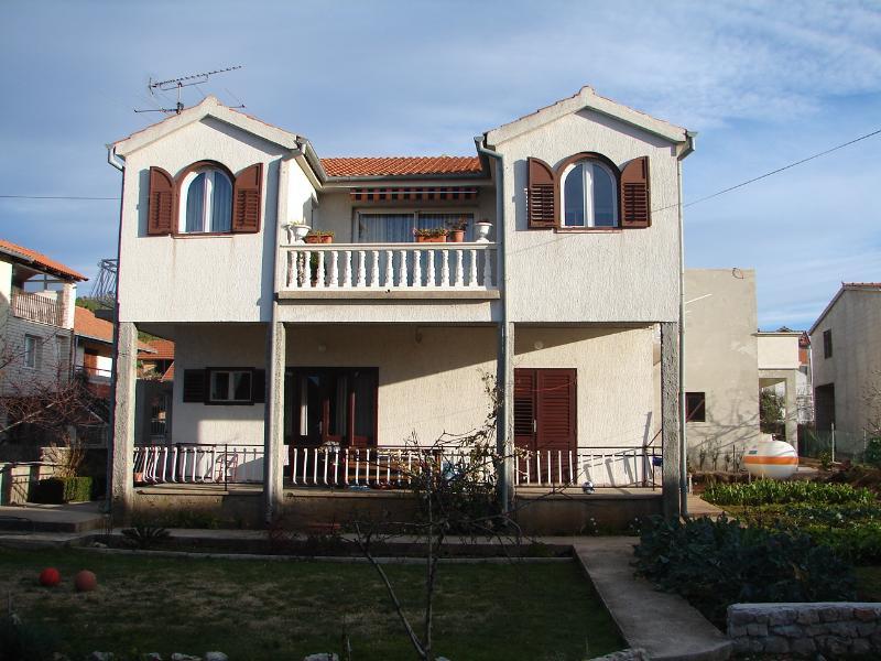 Ivan A2(2+1) - Tribunj, vacation rental in Tribunj