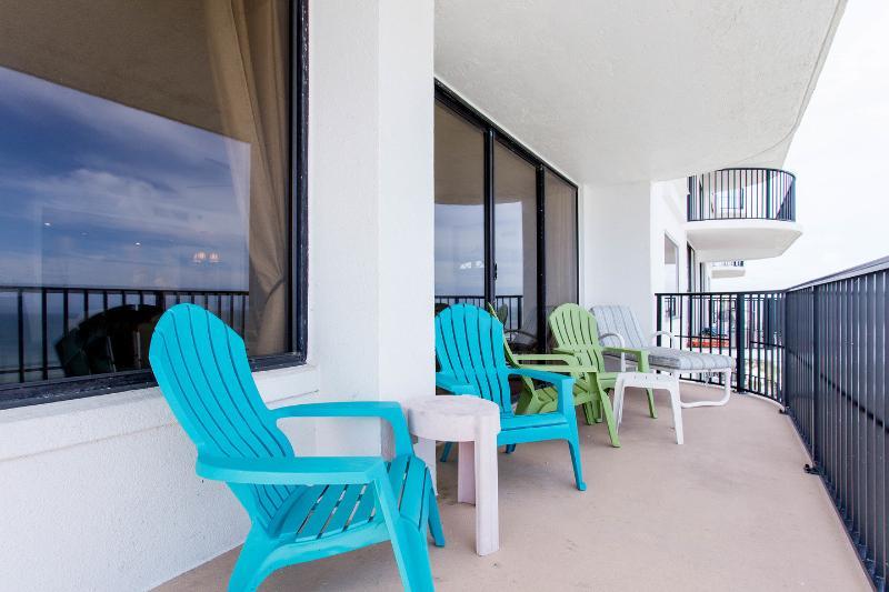 LARGE Ocean front Balcony!