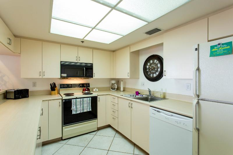 Fully Equipped Kitchen (clear ocean views)