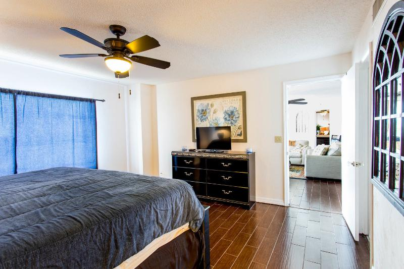 Master Bedroom w California King bed in a LARGE room!
