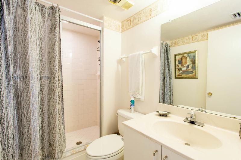 Ensuite Second Full Bathroom