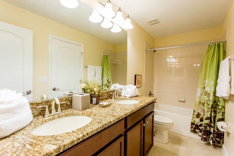 Ensuite Twin Bathroom