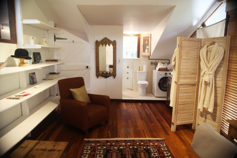 Ruime bovenverdieping badkamer / kleedkamer