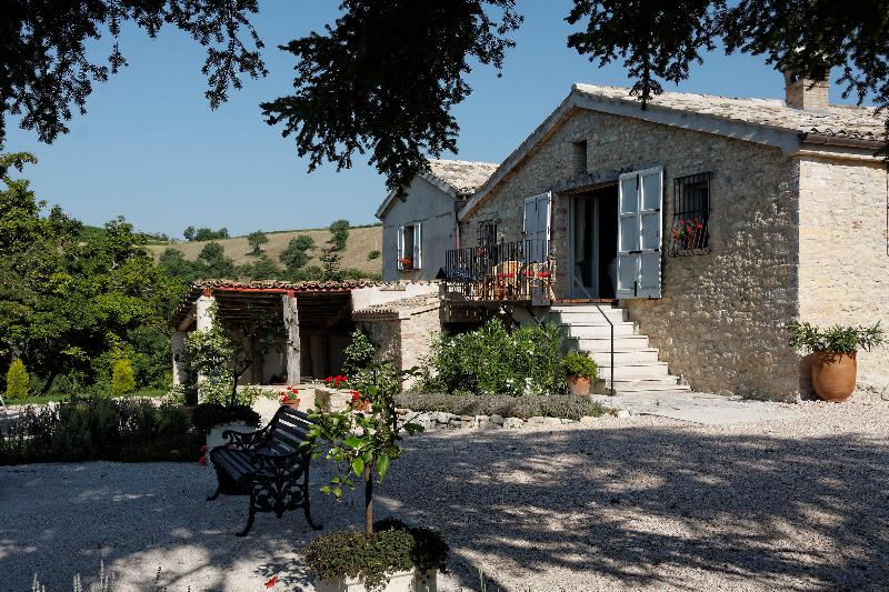 Traditional Italian Stone farmhouse with great views over the mountains in a quiet location.