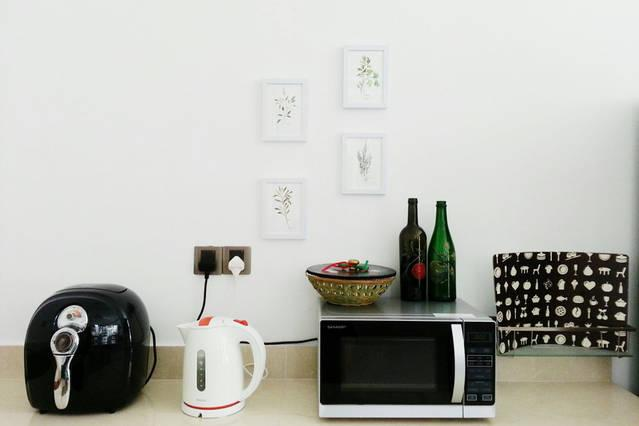 air fryer, electric kettle, microwave and fridge available