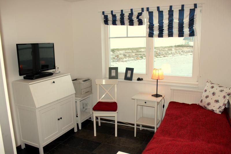 Schlafzimmer 2: Einzelbett bei 3- Personen - Belegung, Schreibsekretär und Laserdrucker