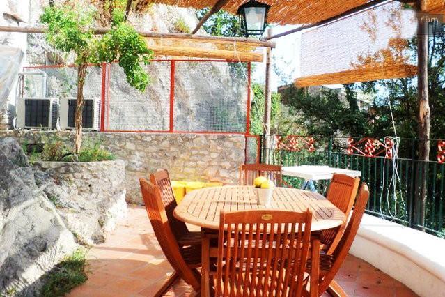 Piccola Acacia amalfi coast with wifi, location de vacances à Maiori