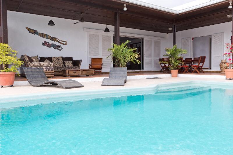Grande Villa en bord de mer avec piscine ,sur le lagon de l'Hermitage .