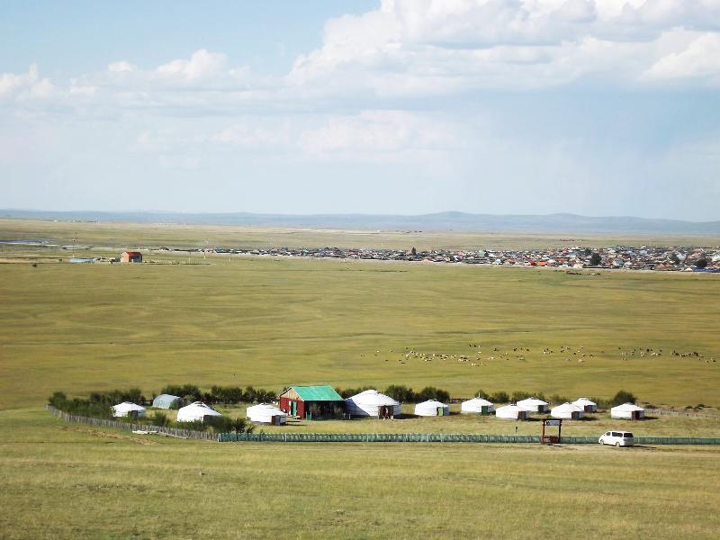 Anja camp yourte vue du haut de Monument of mongol Empires