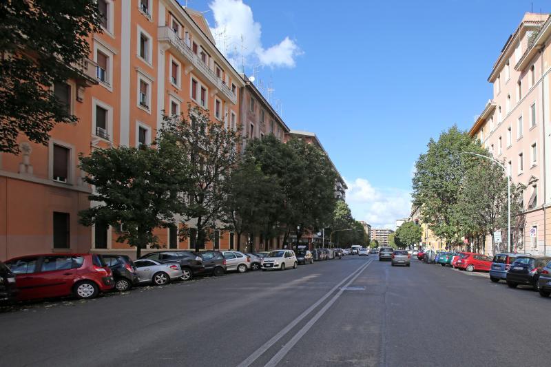 Appartamento situato sulla schiera di sinistra. Via di Porta Portese.