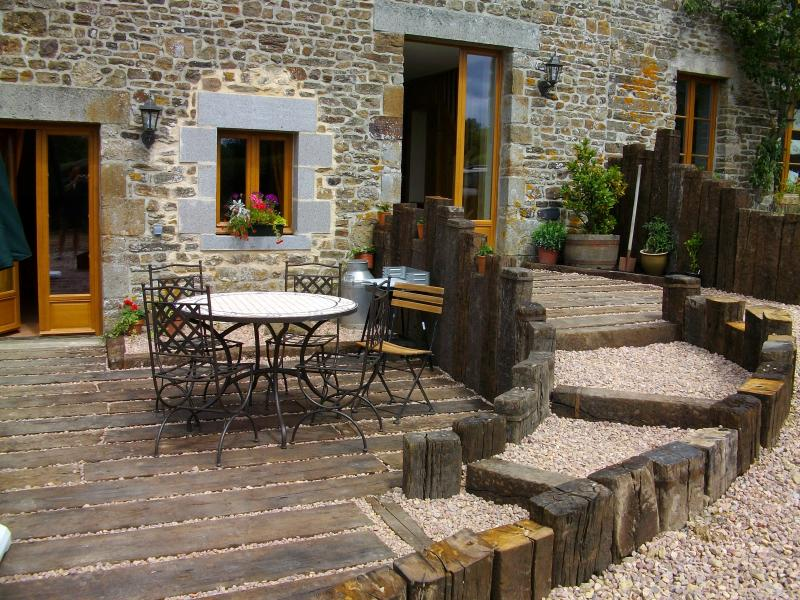 Eco-Gite in Swiss Normandy. Ideal for relaxing & site seeing. Couples welcome., vacation rental in La Villette