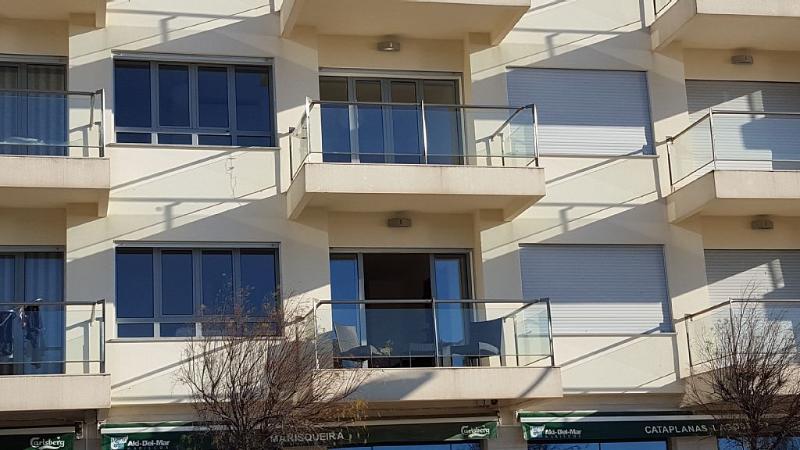 o apartamento é um duplex e são estas 4 janelas abertas