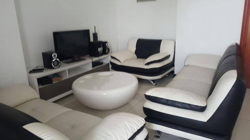 Luxury two bedroom apartment, alquiler vacacional en Ratmalana