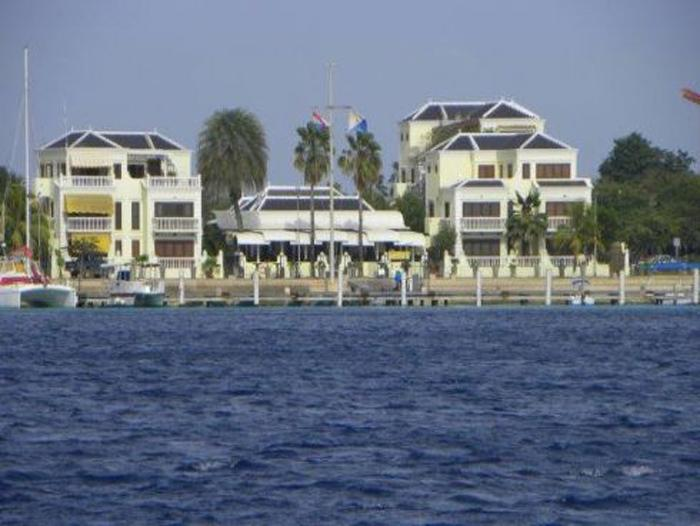 Club Nautico Apartment at the boulevard, next to restaurant 'It rains fishes'