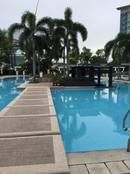 Walk way going to the sunken bar, in the middle of the pool, children slide to the right