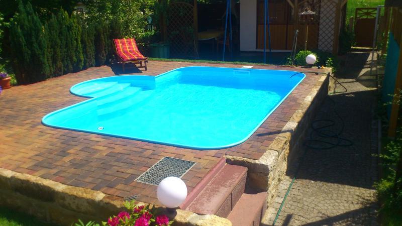 Pool zur Erfrischung im Sommer. Wassertiefe 1,20m