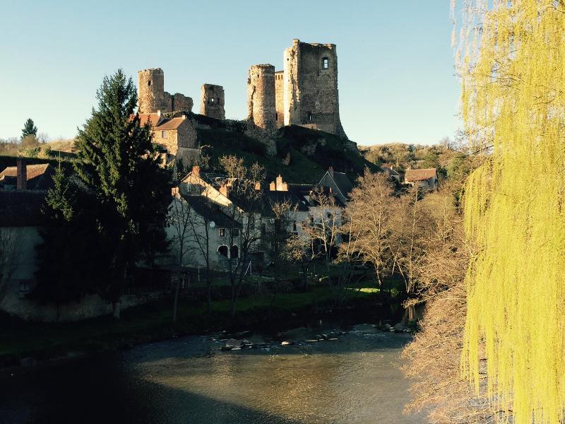 Aux portes de l´Auvergne, au coeur du Bourbonnais, nombreux sites à visiter...