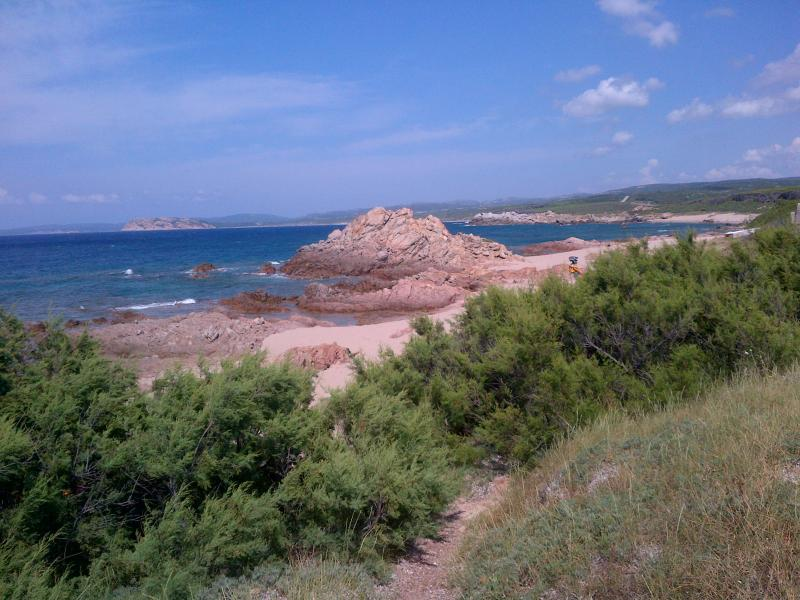 spiaggia Naracu Nieddu, raggiungibile a piedi lungomare