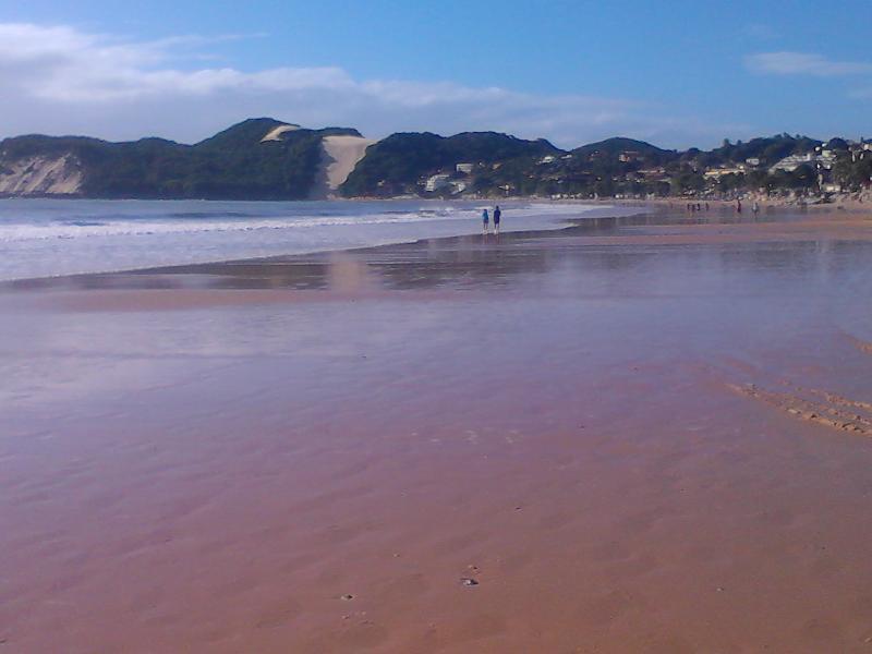 O apartamento  esta apenas 3 minutos  a pê desta praia maravilhosa just 3 minutes walk to this beach