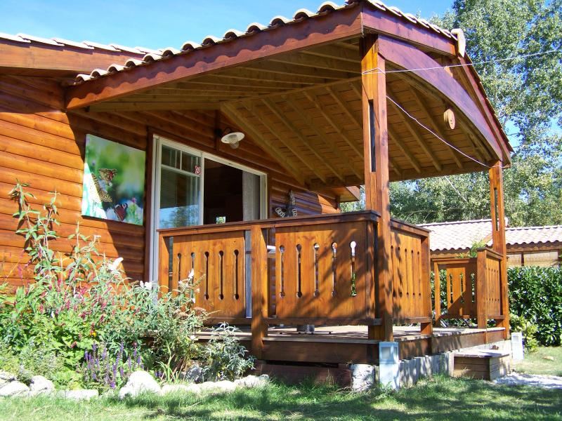 Chalet Le Papillon, Pons, holiday rental in Fleac sur Seugne