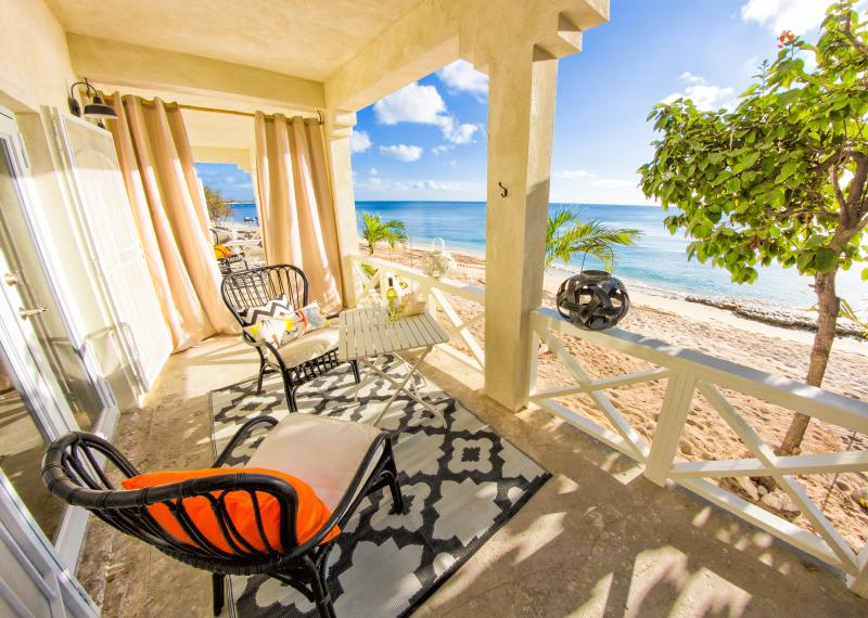 Ocean Front screened in porch. Facing West. Leeward side of the island.