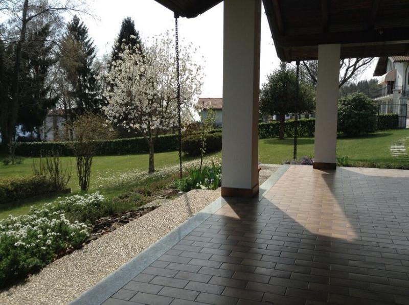 Veduta del giardino dal portico