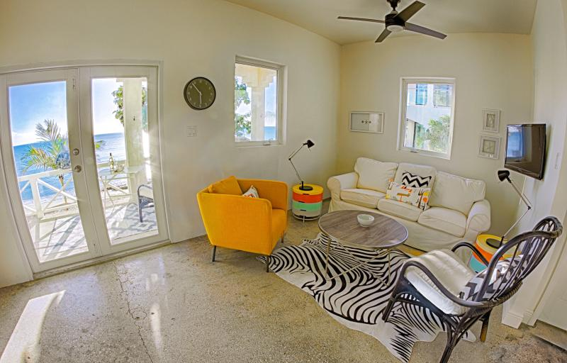 Comfortabele woonkamer - sofa slipcovers worden gewassen voor elke nieuwe gast.